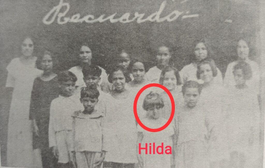 Alumnos de la escuela primaria en Carúpano. Hilda es la niña señalada